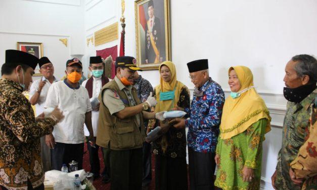 BPBD Provinsi Serahkan 1800 Masker Untuk 9 Ormas