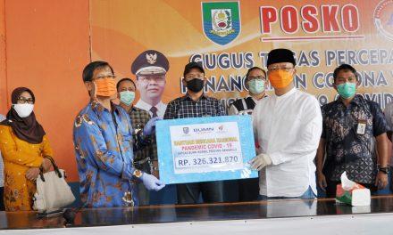 Wakili BUMN Pelindo Serahkan Bantuan Covid-19 Ke Posko Gustu Provinsi